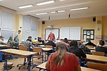 Sedmáci ZŠ Havlíčkova při hodině matematiky, kterou vedl Zdeněk Pečenka.