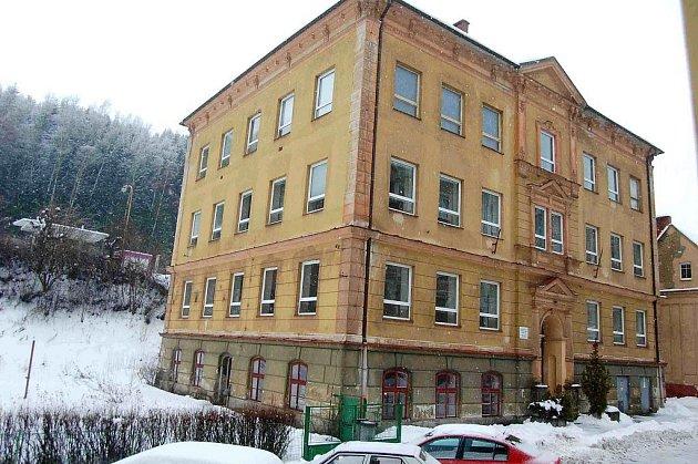 Střední škola v Kraslicích.