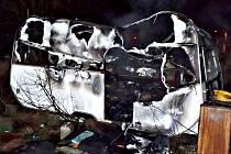 V hořícím karavanu nalezli hasiči mrtvého muže.