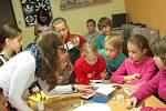 Den bílé hole mohli lidé využít k návštěvě TyfloCentra. O životě nevidomých se tam informovali i školáci ze ZŠ Běžecká.