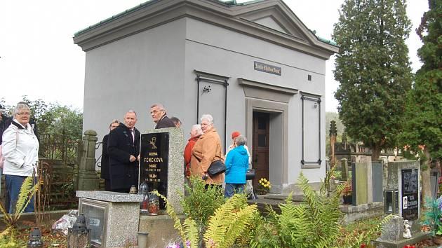 V KRASLICÍCH opravili dominantu městského hřbitova, podařilo se to i díky zájmu potomků. Kromě hrobky slouží i jako kostnice.