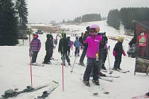 NA SOKOLOVSKU se o víkendu lyžovalo pouze v horské Bublavě.
