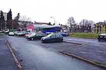 PROSTOR v ulici U Porcelánky, který plánuje radnice upravit pro přehlednější parkování.