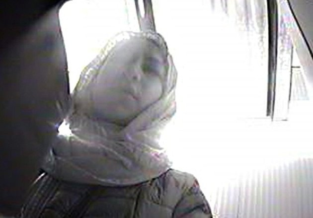 Policie pátrá po ženě na snímku.
