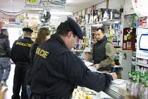 RAZIE na tržnici v Hraničné opět ukázala na řadu přestupků a porušování zákona.