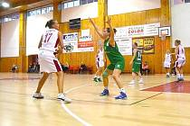 Oblastní přebor basketbalistek: BK Klatovy - BK Sokolov (v zeleném)