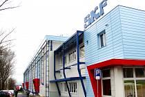 NOVÁ HALA firmy Lincoln CZ v chodovské průmyslové zóně. Firmu rozšířila na plochu 16 tisíc čtverečných metrů