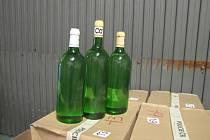 POLICIE zajistila při vyšetřování 360 litrů alkoholu. V sokolovské nemocnici zůstává poslední z trojice pacientů.
