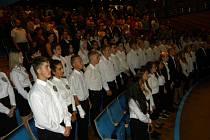 Studenti policejní školy v Sokolově skládali slib.