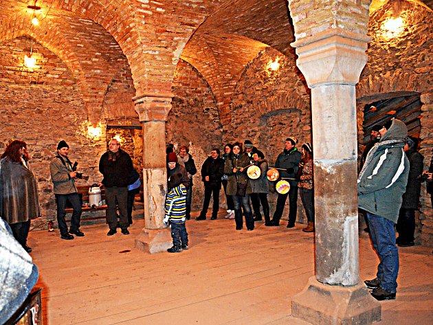 Kaple sv. Tří králů na hradě Hartenberg prochází postupnou obnovou. Účastníci průvodu obdivovali nové klenby.
