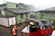 Zkrachovalou pekárnu Pekosa zachvátil požár.