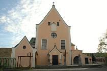 Klášterní kostel sv. Antonína Paduánského Sokolov.