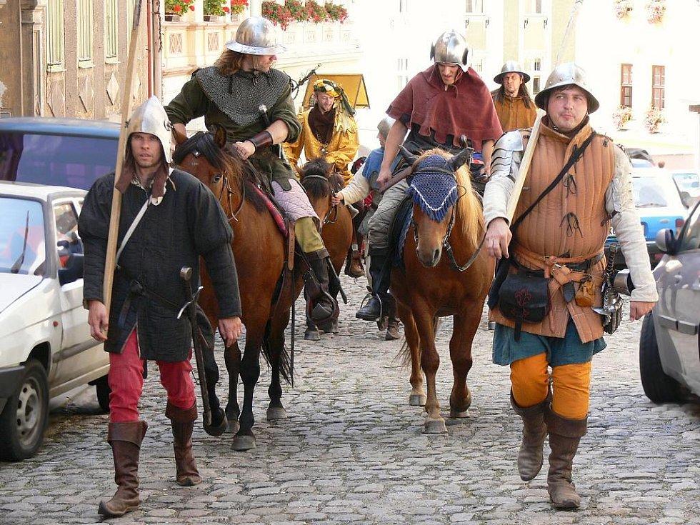 Středověké slavnosti na hradě Loket.