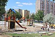 Stavba dětského hřiště na Vítězné.