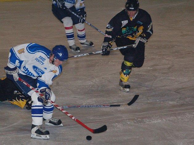 Hokejisté Sokolova dostali doma pět branek od Řisut.
