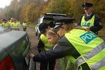 Děti asistovaly policii.