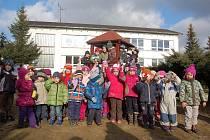VLASTNORUČNĚ vyrobená srdíčka od dětí z mateřské školy Barvička budou předána maminkám nedonošených dětí v Karlovarském kraji.