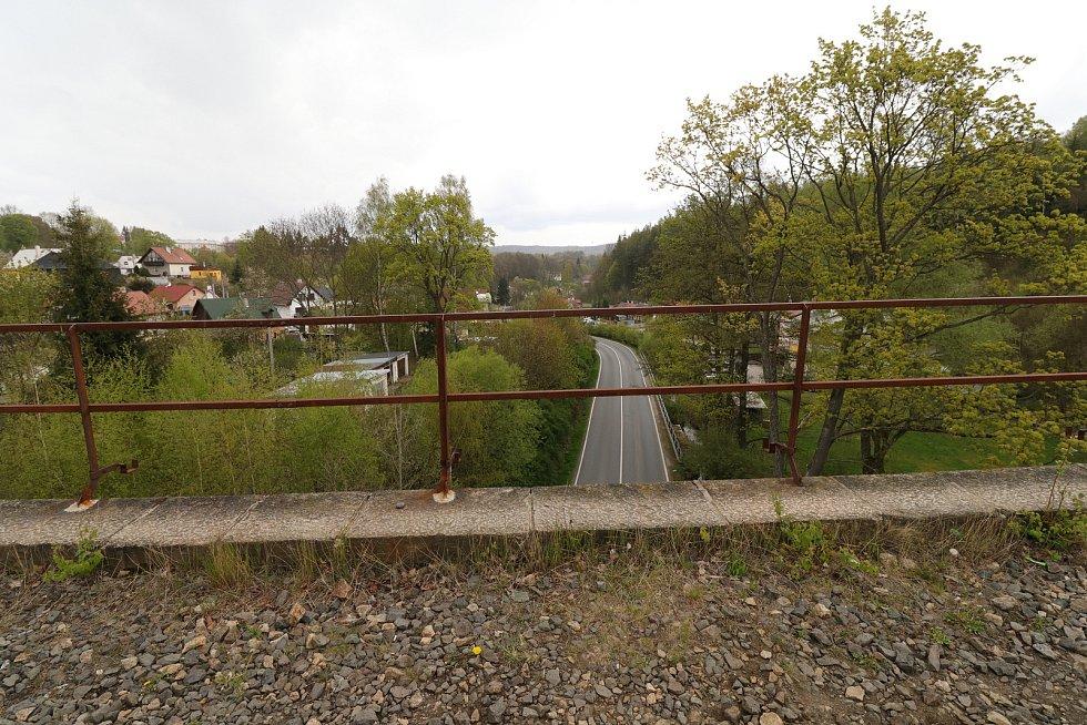 Ze železniční tratě z Horního Slavkova do Lokte.