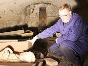 Mumifikované ostatky budou zkoumat lékaři v nemocnici.