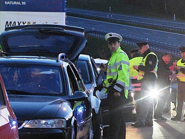 Rozsáhlá policejní kontrola na D6.