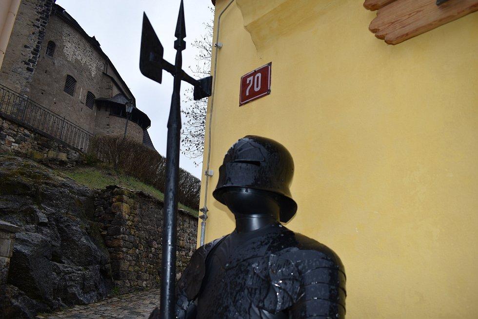 Turisty velmi oblíbený Loket zeje o víkendu prázdnotou.
