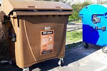 Nové nádoby na bioodpad v Sokolově.