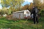 Lidé trávili víkend na zahradách, v přírodě nebo frontě na covid testy