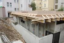 UMĚLECKÁ ŠKOLA se rozroste o víceúčelový sál za pětadvacet milionů korun. Stavební práce jsou v plném proudu.