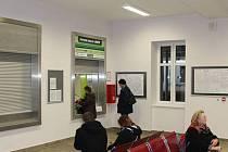 Odbavovací hala sokolovského nádraží při svém otevření.