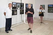 Výstava fotografií je možnou inspirací.