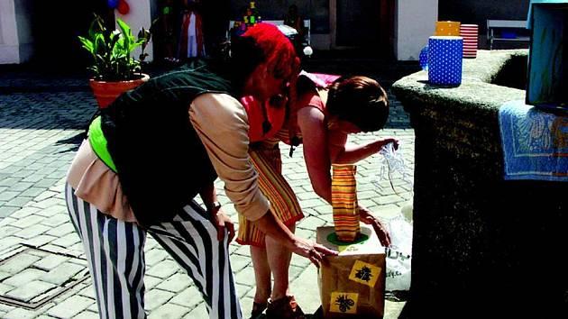 Zábavné odpoledne uspořádali pracovnice sokolovské městské knihovny