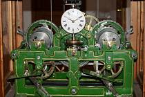Hodinový stroj v muzeu v Horním Slavkově.
