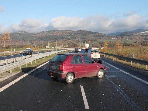 Řidiče zaskočila ve čtvrtek ráno námraza. V kraji se staly na čtyři desítky nehod.