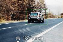Na devadesátce se prohnal kolem policistů rychlostí 183 km/h.
