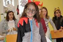 V Čertí škole se děti učily nejen čertoviny, ale vyráběly, zpívaly  a řešily zapeklité úkoly a pracovní listy.