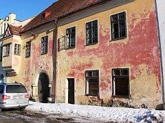 Dům v památkové zóně město odkoupilo a chce ho opravit, aby byl uživatelný.