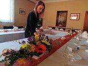 Přípravy na slavnostní oběd v restauraci Hraničná v Kraslicích.
