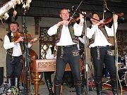 Na dvoudenním Vinobraní v Lokti zahraje i cimbálová muzika.