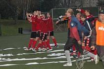 Krajský Fincentrum přebor: Baník Sokolov B - FK Union Cheb (v červeném)