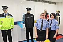 Preventistky městské policie Sokolov Hana Procházková (vlevo) spolu s Renátou Černou při otevření Centra prevence