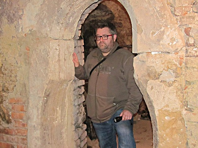 Hruškovitý portál v jedné z věží je, podle ředitele Muzea Sokolov Michaela Runda (na snímku), jednou z dalších zvláštností.