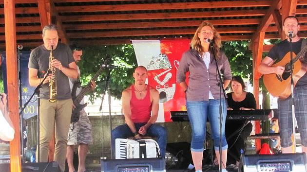 Kapela Netřísk opět zahraje na Malé scéně v neděli 12. srpna.