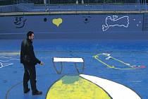 Návštěvníci sokolovského koupaliště se mohou těšit na zbrusu nové nátěry bazénů.