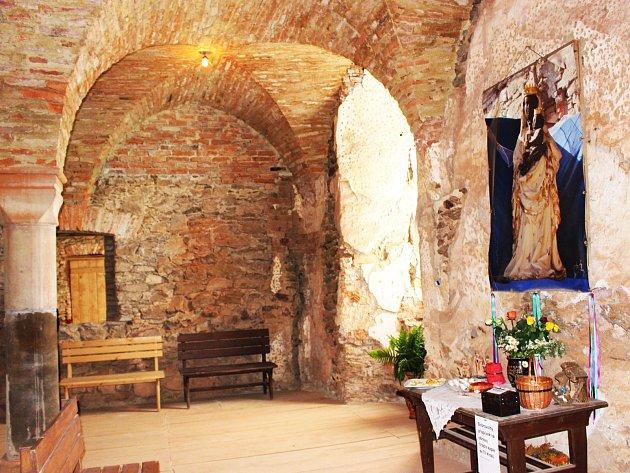 V Tříkrálové kapli, nově obnovené a zrekonstruované, visí alespoň fotografie Hartenberské černé madony.