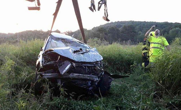 Auto s opilým řidičem skončilo v řece Ohři.