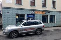 Bary v ulici 5. května v Kraslicích už zase mohou zavírat déle.
