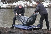 Nález mrtvoly muže v řece Ohři u Královského Poříčí.