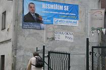 V Chodově se objevil billboard, na kterém voliče oslovuje lídr zdejších Véčkařů Ladislav Paštéka.