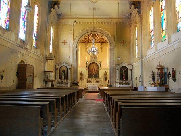 Výtěžek z benefičního koncertu Tata Bojs půjde na opravu kostela v Krásně.