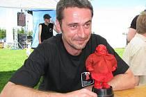 MIROSLAV BALATKA (na snímku), jeden z organizátorů Festivalu politické písně Sokolov.